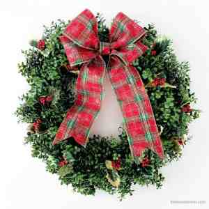 Easy DIY Christmas Wreath – with boxwood and holly
