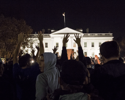 MICHELLE XU/THE HOYA Approximately 500 people gathered outside the White House Monday night to protest the Ferguson verdict.