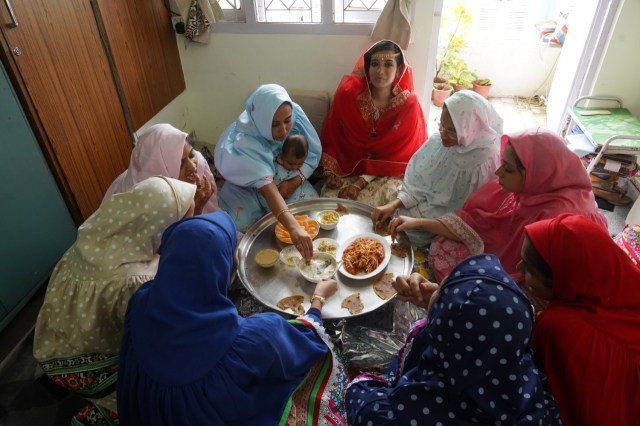 Women of the Bohra community eating together from a thali. Photo: Zainab MM