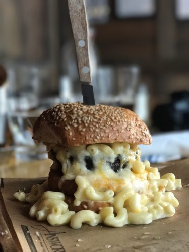 mac and cheese burger the ainsworth nyc