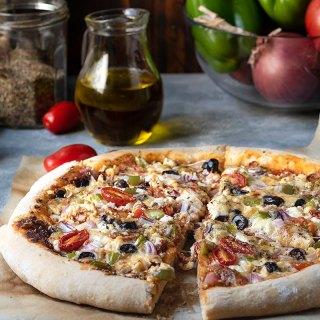 Έυκολη αφράτη πίτσα με φέτα