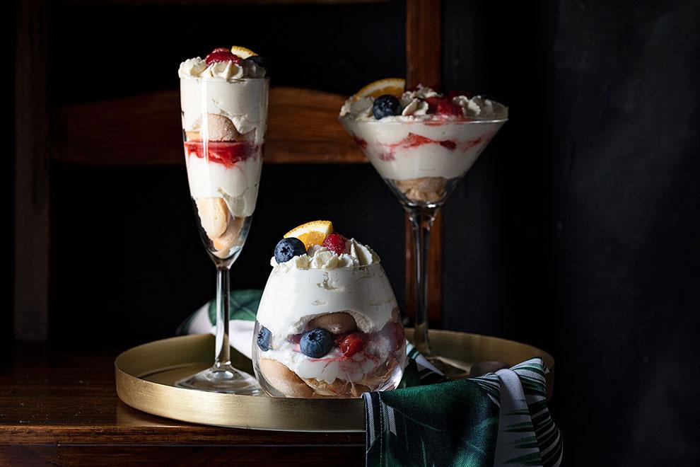 Τράιφλ με φράουλες και κρέμα λευκής σοκολάτας 4