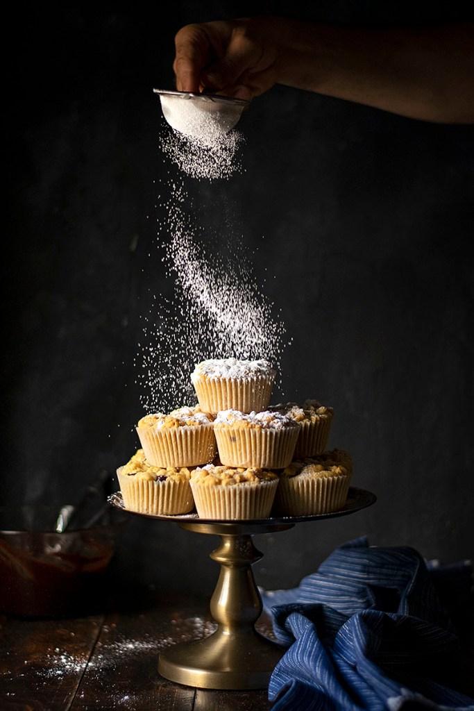 Τριφτά καπ κέικ (cupcake) με γέμιση σοκολάτα-ταχίνι (ή μερέντα) 2