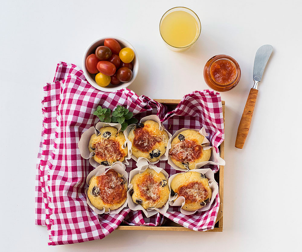 olive_oil_cheesy_pizza_muffins