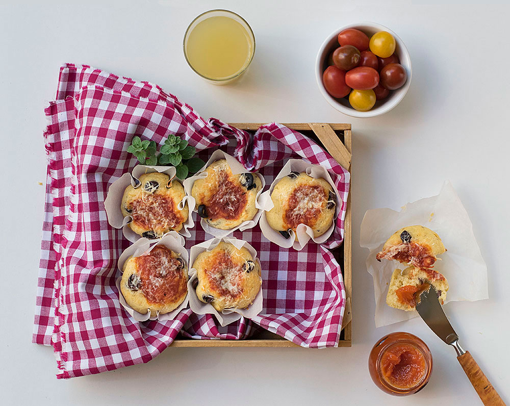 olive_oil_cheesy_pizza_muffins_1