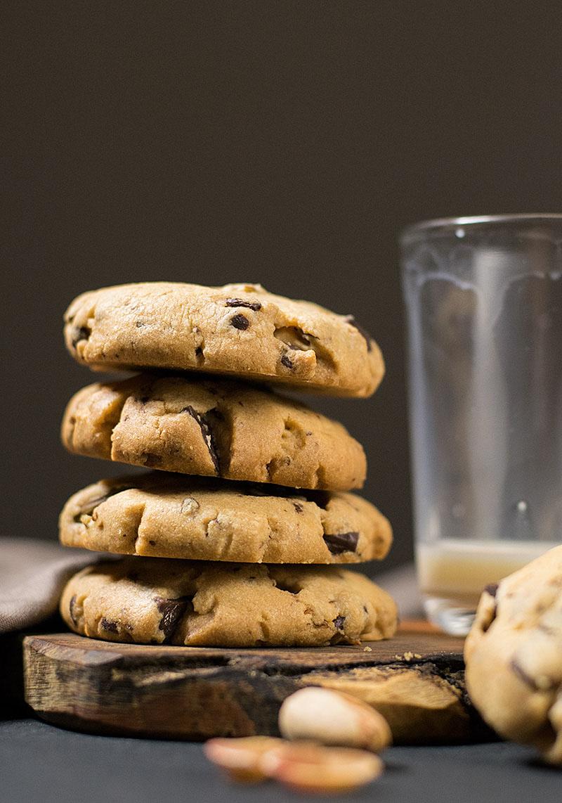 crispy pistachio and chocolate chip cookies 2