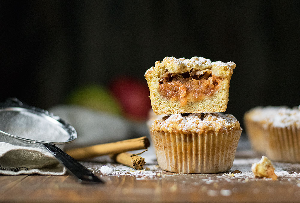 White chocolate and apple crumble muffins 5