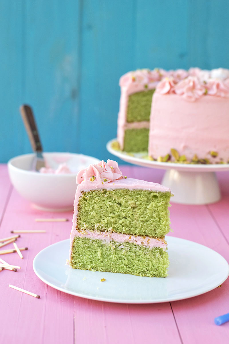 Fluffy pistachio cake with rosewater buttercream 6a