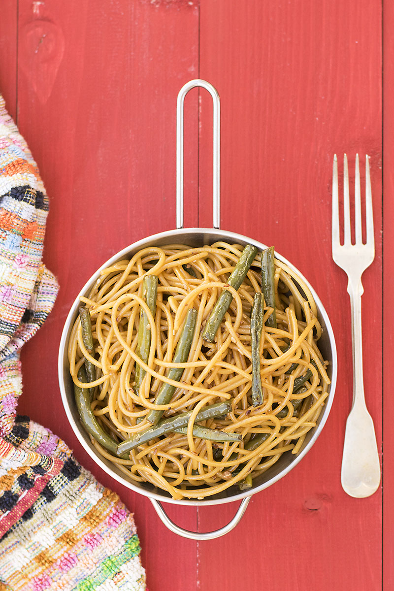 Mediterrasian spaghetti or noodles with Chinese long beans 1