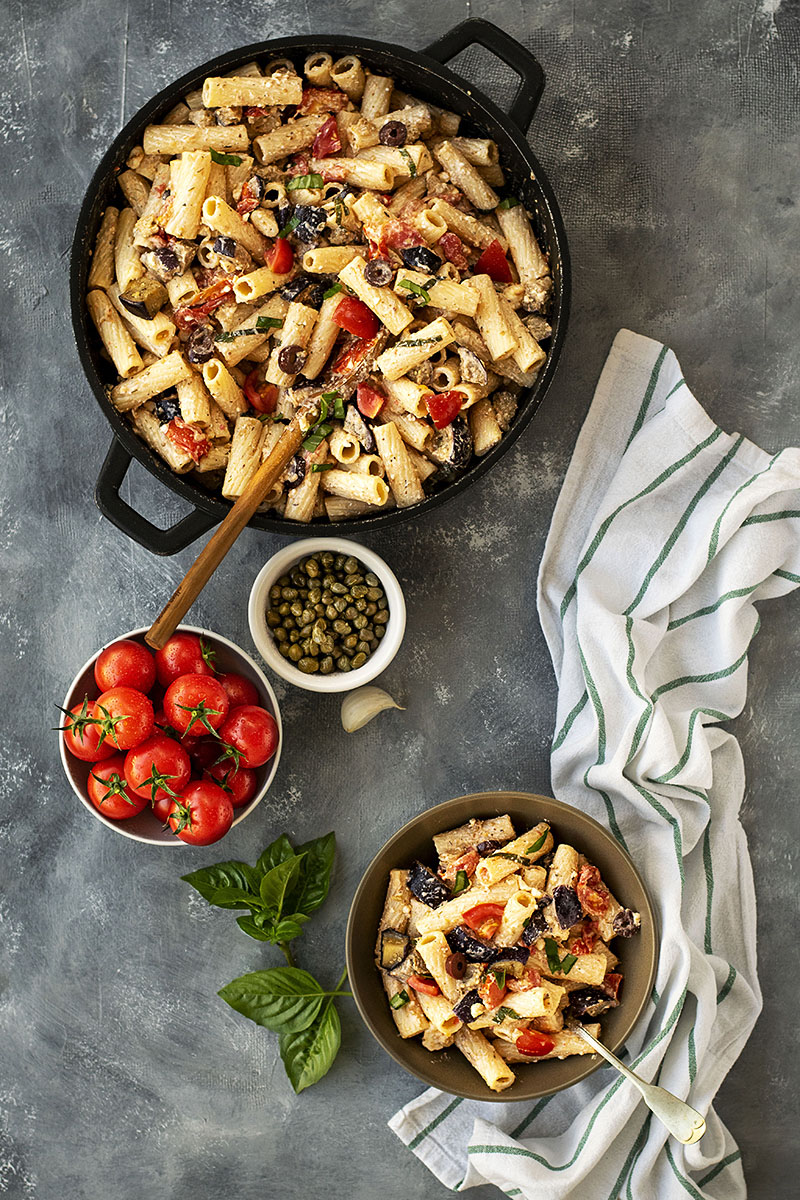 Creamy summer pasta with eggplant and tomatoes