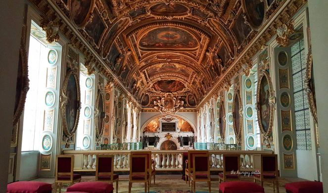 Looks like a painting, right? The rooms inside the Château de Fontainebleau are incredible