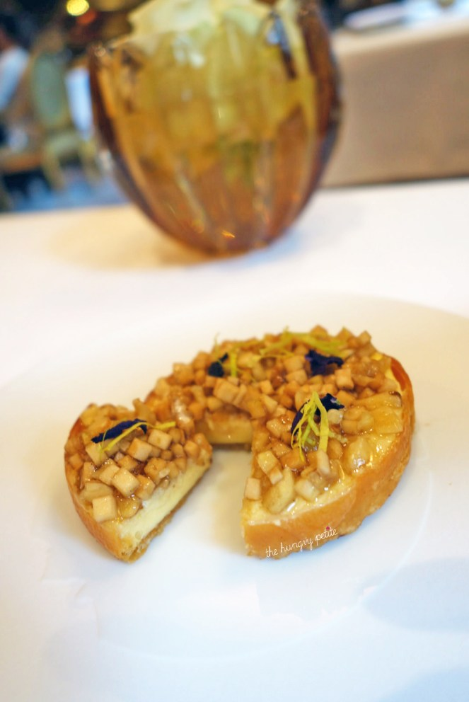 Cheese tart with nuts