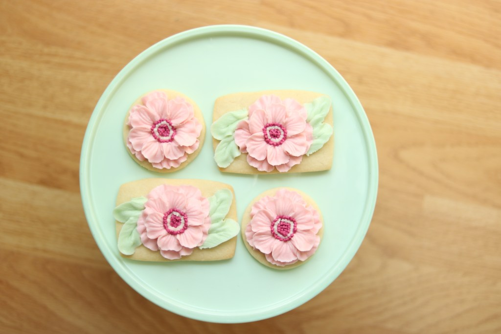 buttercream flower cookie