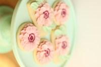 the hutch oven buttercream flower