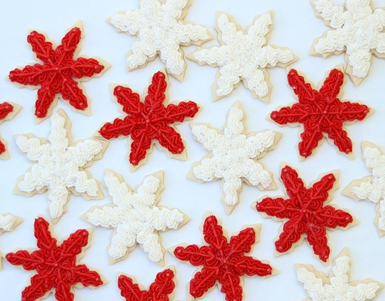 how to frost snowflake christmas cookies
