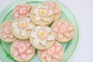 buttercream daffodil flower cookie