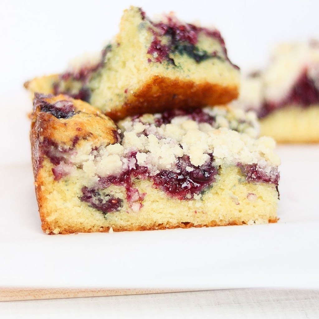 Berry crumb snack cake