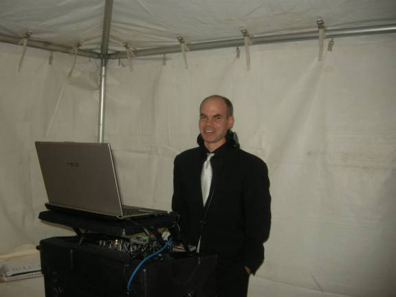 Looking for a DJ to play your wedding or corporate party? DJ Ken of North Shore Entertainment will make it a night you'll never forget!