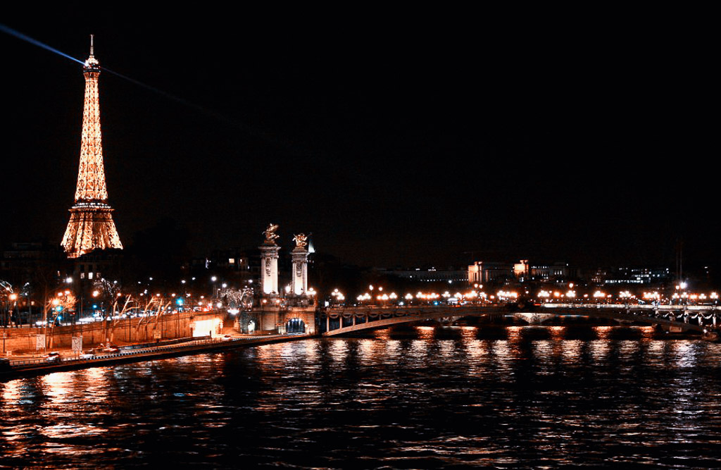 Paris at Night - The Paris Wellness Travel Guide