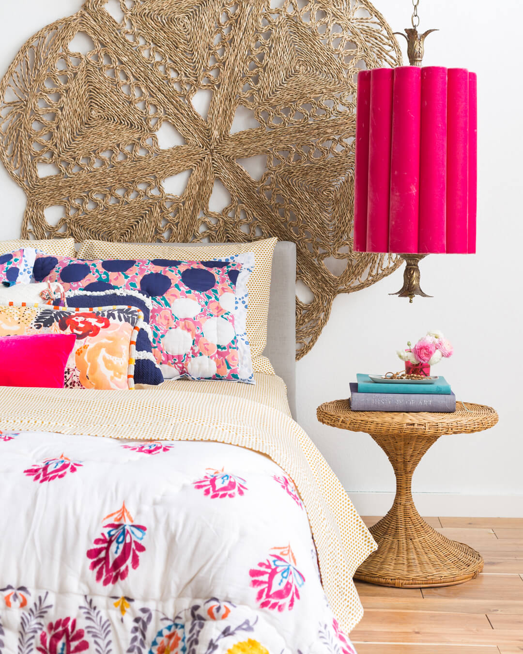 Emily_Henderson_1_Bed_Styling_01