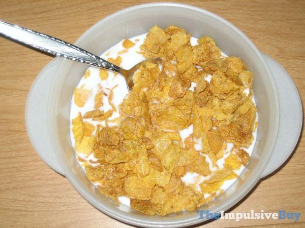 Kellogg's Simply Cinnamon Corn Flakes 2