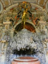 shell-fountain-grotto-courtyard-munich-residenz-germany