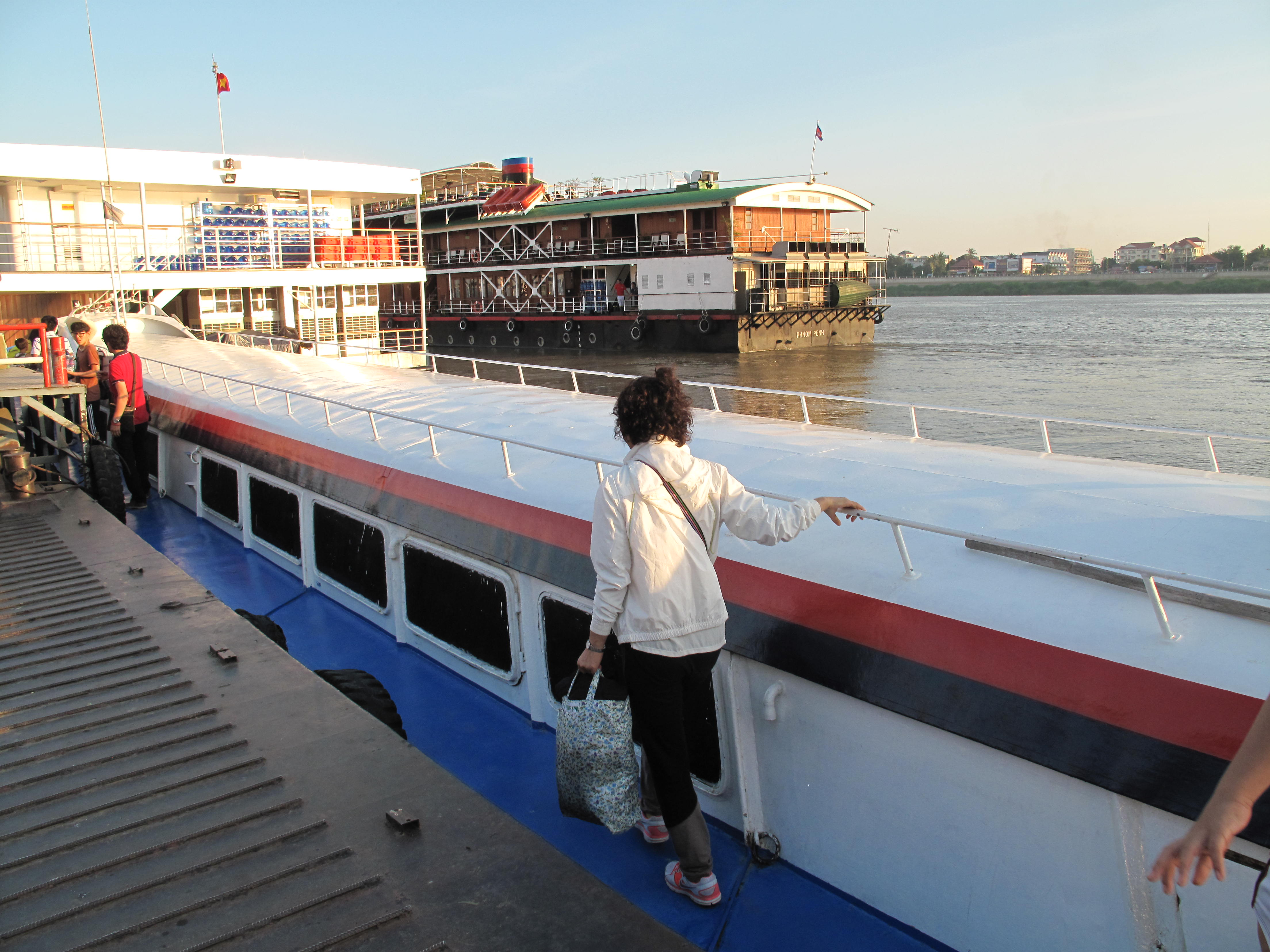 How to get from Phnom Penh to Siem Reap