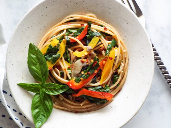 Spaghetti Aglio Olio with Vegetables vegan