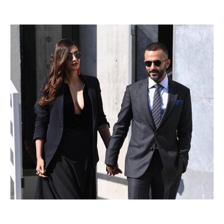 Anand Ahuja In His Dapper Suit And Sonam Kapoor In Her Elegant Getup Extent Their Charm At Milan Fashion Week (2)