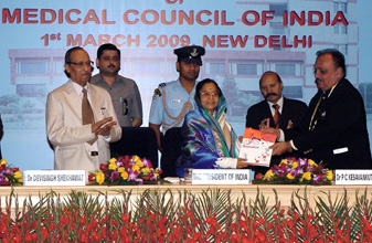 The President, Smt. Pratibha Devisingh Patil releasing a souvenir at the inauguration of Platinum Jubilee celebrations of Medical Council of India, in New Delhi on March 01, 2009.