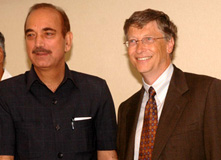 The Union Minister for Health and Family Welfare, Shri Ghulam Nabi Azad meeting the Co-Chairperson of Gates Foundation, Mr. Bill Gates, in New Delhi on July 24, 2009.