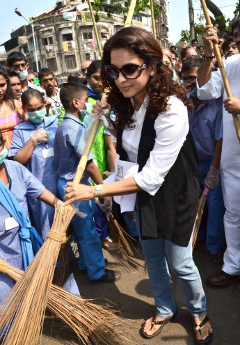 Juhi Chawla at Swatch Bharat