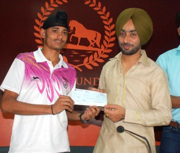 "Chandigarh, May 23rd Saturday 2015 (Kulbir Singh Kalsi):- : Aiming to help the needy and talented youth of this region, famous sufi singer Satinder Sartaj has formed an organization named ' Sartaj foundation'. This foundation will help the youth to hone their skills in their respected fields of arts, culture & sports. In its first gesture, it will honor the Karnal based athlete Beant Singh, who won the 800meter race in the Asian Youth Athletic Championship held at Doha. The function was held on 23rd May , Saturday, at Chandigarh press Club and Sartaj will hand over the cheque of one lakh rupees to the athlete. Divulging details about the motto of this foundation, Mr. Sartaj said that this foundation will focus on betterment and well being of the youth. We will aid youth excelled in the fields of arts, culture & sports. He added that I feel gratitude for my audience who wholeheartedly accepted, loved, appreciated my way of singing and put me at this height. Now I feel it my duty to help those needy and talented youth so that they could be put on a path towards career success with the intention to create a better society. For this purpose, the ""Youth Career Fund"" of this foundation will be providing grants to them."