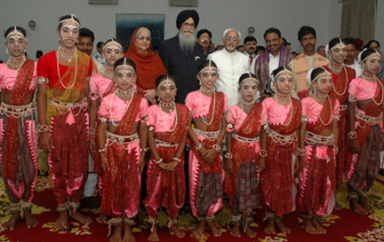 The Vice President, Shri Mohd. Hamid Ansari and the Governor of Tamil Nadu, Shri Surjit Singh Barnala at a cultural programme, in Chennai on September 20, 2008.