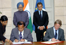 The Chairman ISRO/Antrix & Secretary Dept. of Space, Dr.G. Madhavan Nair and the Foreign Minister of France, Mr. Bernard Kouchner signing agreement on peaceful use of space, in the presence of the Prime Minister, Dr. Manmohan Singh and the President of France, Mr. Nicolas Sarkozy, in Paris on September 30, 2008.