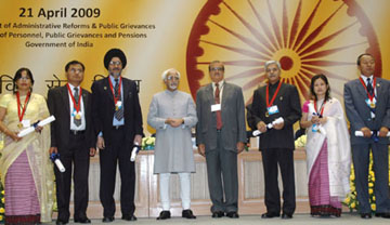 """The Vice President, Shri Mohd. Hamid Ansari with the awardees of the Computerization of Personnel Information System in Manipur, at the inauguration of the """"Civil Services Day"""", in New Delhi on April 21, 2009."""