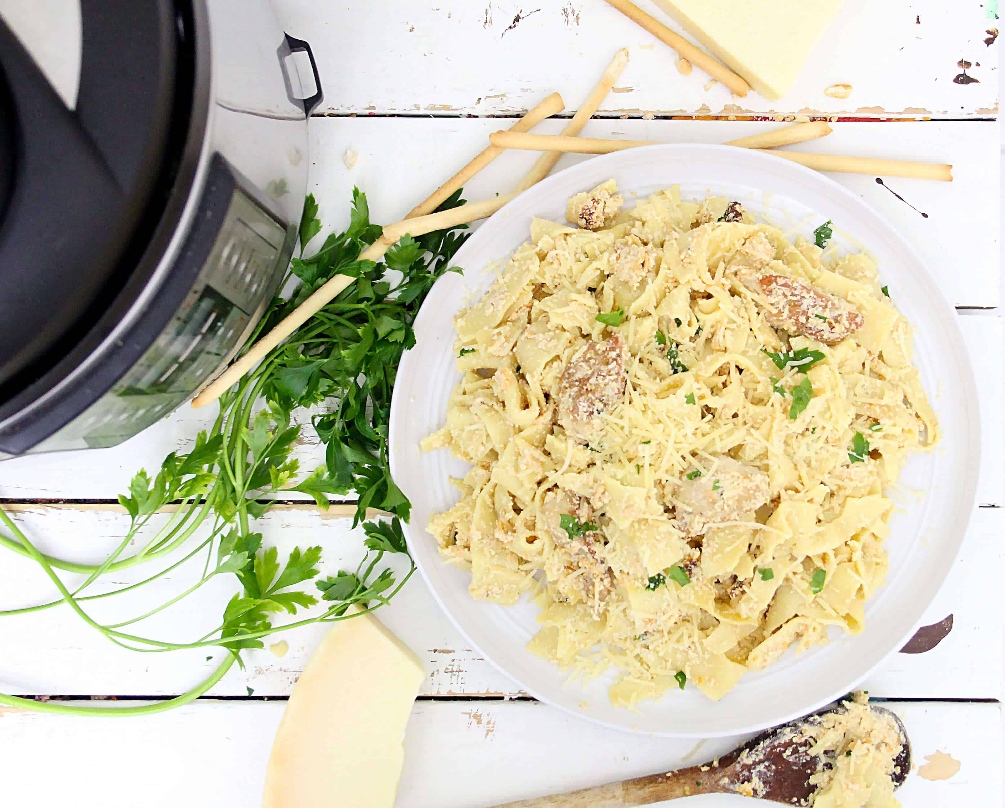 Finished Instant Pot Chicken Alfredo dish