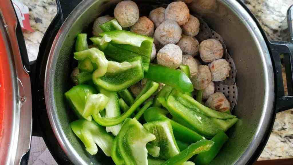 making instant pot gravy meatballs
