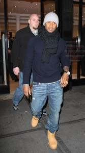 Usher Shops With An Injured Finger
