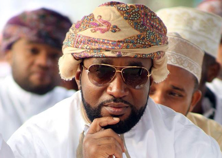 Joho drives the ladies crazy with this look