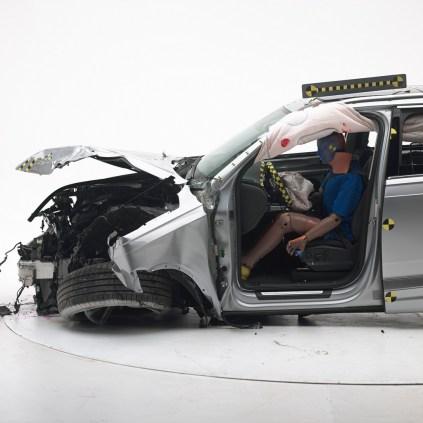 2016 Audi Q7 IIHS 2