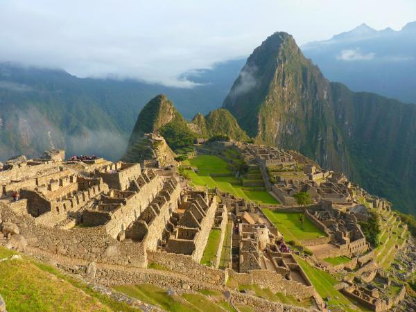 Machu Picchu - https://pixabay.com/en/machu-picchu-peru-inca-tourism-43387/