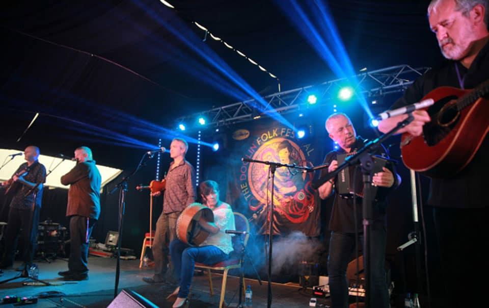 Dervish in full flow at The Doolin Folk Festival 2016 - The Irish Place #doolinfest