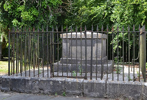 An Anti-bodysnatching grille protecting a grave in Corofin, Co. Clare. - The Irish Place