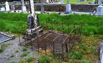 Anti-bodysnatching device still in place on grave - The Irish Place