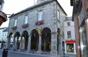The Tholsel on High Street in Kilkenny built on the site where in 1324 Petronella de Meath was burnt at the stake - The Irish Place