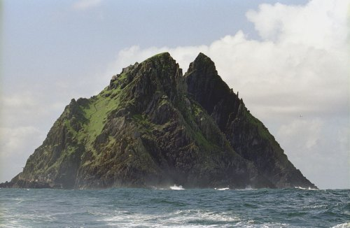 """Skellig Michael03(js)"" by Jerzy Strzelecki - Own work. Licensed under CC BY-SA 3.0 via Commons - https://commons.wikimedia.org/wiki/File:Skellig_Michael03(js).jpg#/media/File:Skellig_Michael03(js).jpg"