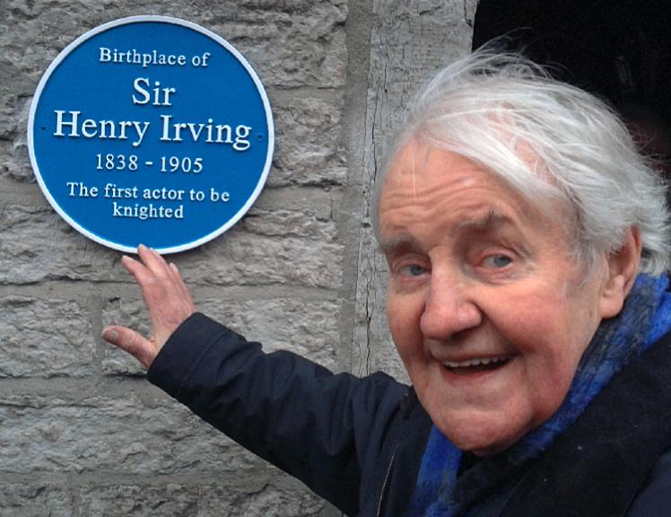 Richard Briers unveiling plaque at Irving House, Keinton Mandeville 6 February 2011