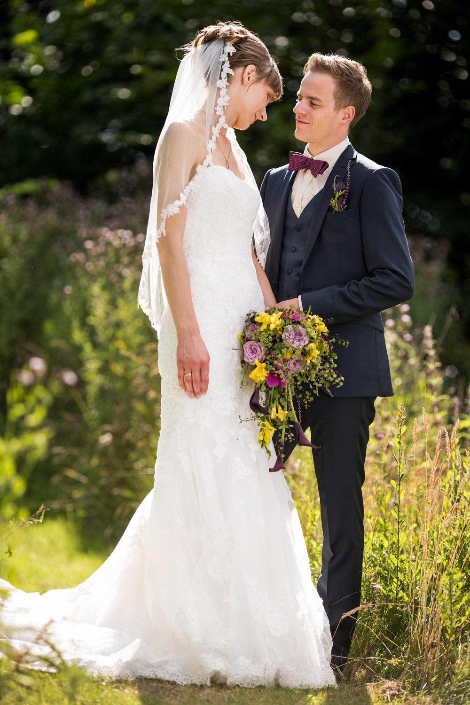 Personligt og kærligt øjeblik fra bryllupsdagen