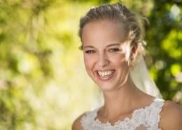 Til bryllupsfotograf med et kæmpe smil